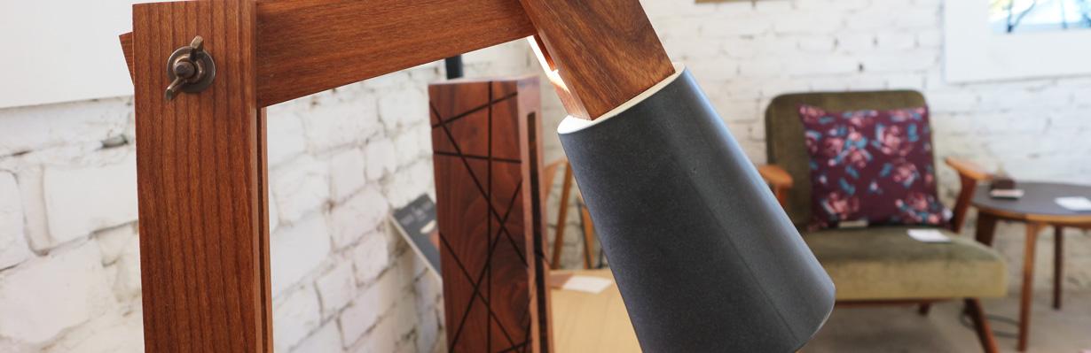 moderna lampa puno drvo shamliza